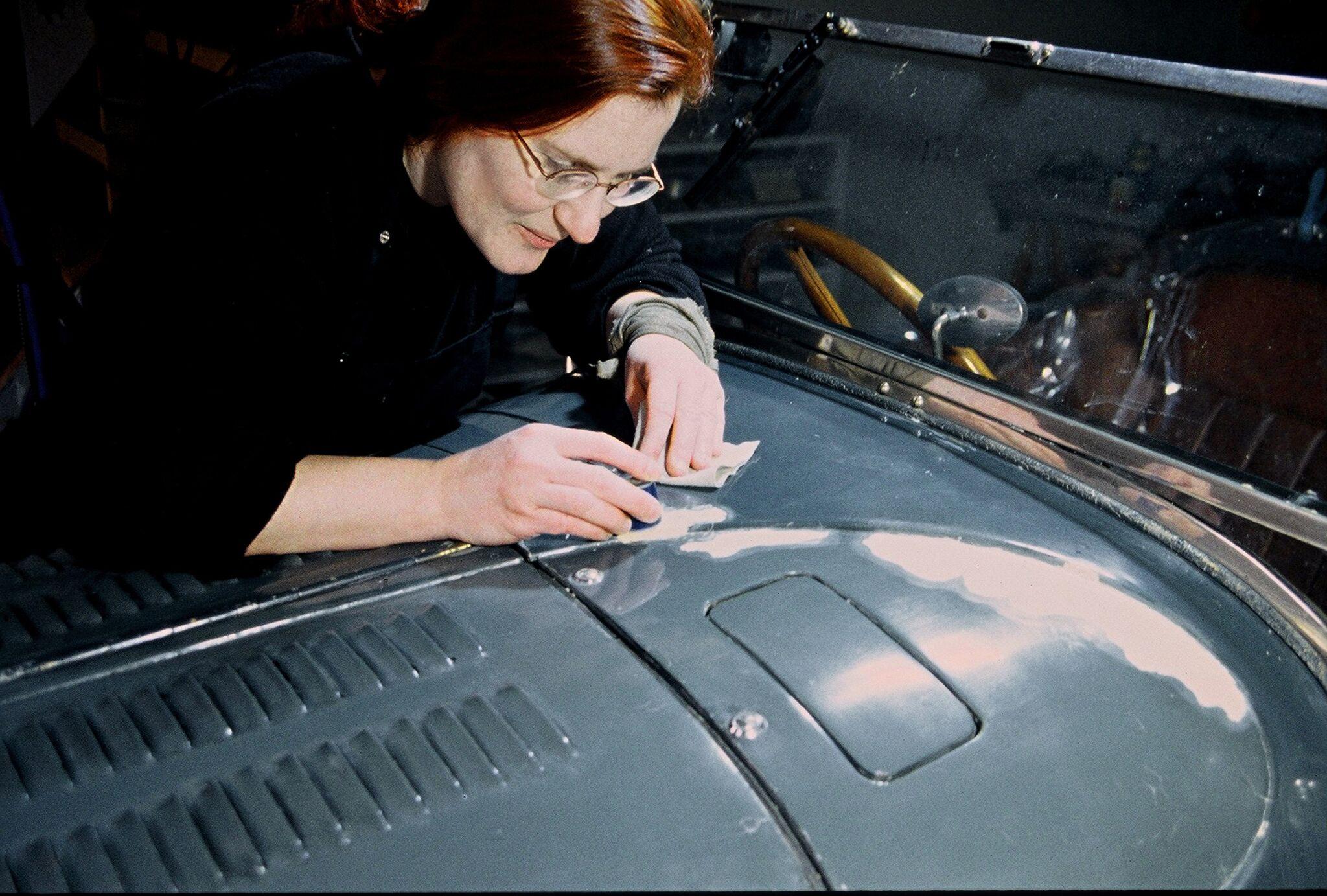 Restauration historischer Fahrzeuge: Dr. Tutt bei der Arbeit