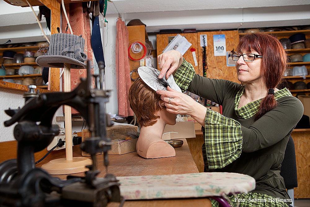 Hutmacherin Bea Kahl, Modistin, Handwerk, kreatives Handwerk